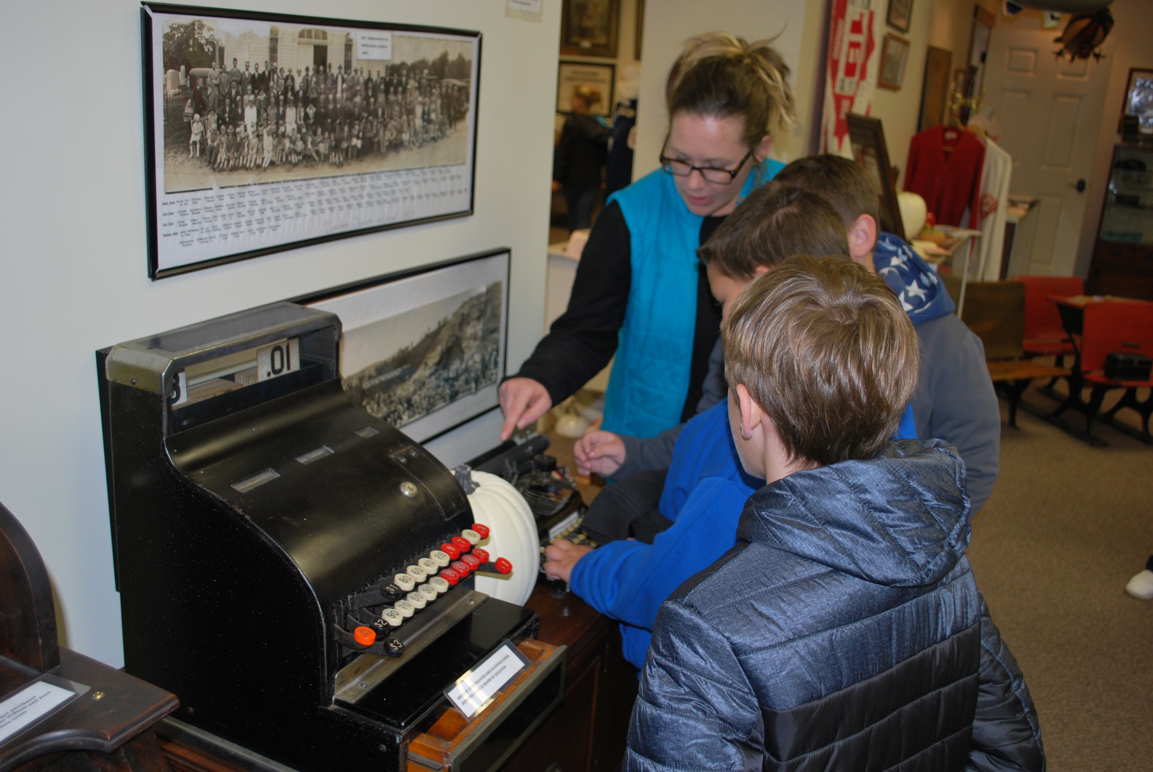 Suffield 3rd Graders at STHS museum 10 17 2019 4